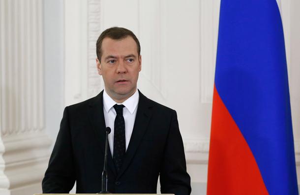 Медведев продлевает санкции против Запада