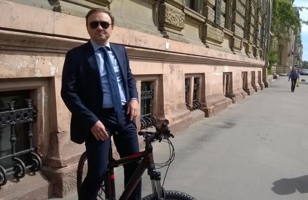 Глава КГИОП пересел на велосипед