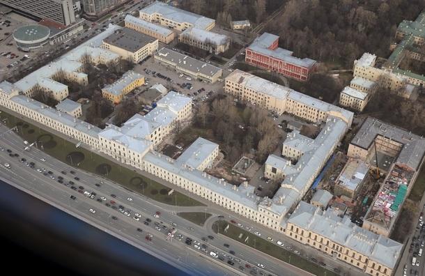 Курсант петербургской ВМА выпал с 7-го этажа общежития