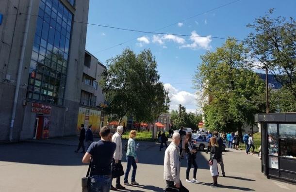 Кировский универмаг на Стачек эвакуировали из-за звонка о бомбе