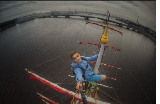 Руферы в Петербурге забрались на «Алые паруса»