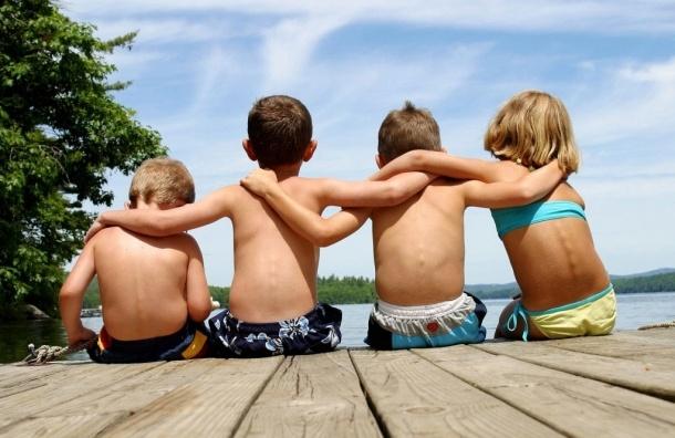Незаконный частный лагерь для детей с мини-зоопарком нашли под Петербургом