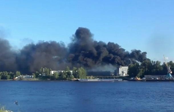 Пожар на судостроительном заводе в Колпино локализовали