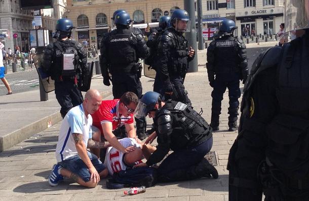 Болельщики Англии и России устроили драку в Марселе перед матчем