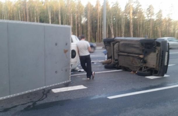 В ДТП на КАД Renault остался без «кормы», «Газель» и «ВАЗ» перевернулись