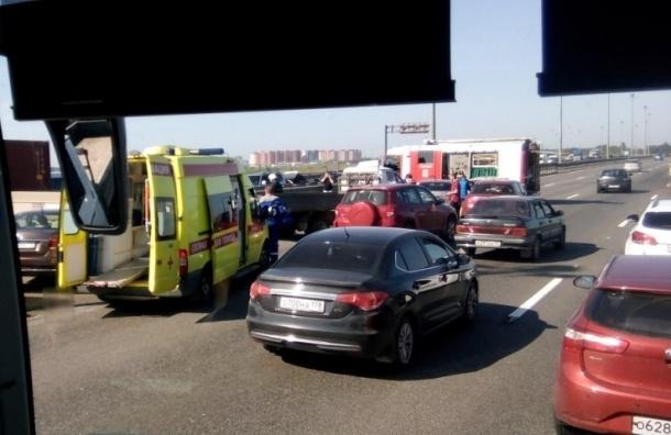 Гонщик устроил аварию девяти машин на КАД