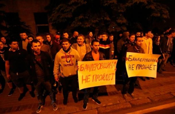 Посольство Украины в Москве неизвестные закидали яйцами