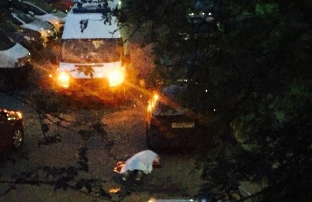 Человек с перерезанным горлом полз по двору на Ланском шоссе