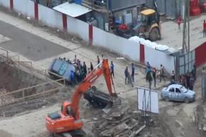 Массовая драка рабочих на стройке в Кудрово попала на видео