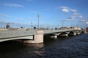 Благовещенский мост разведут днем на полтора часа