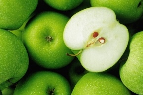 Почти 20 тонн санкционных яблок уничтожили под Петербургом