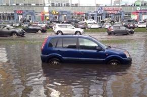 После дождя в Петербурге затопило дороги