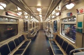 Ночью «Алых парусов» на «красной» линии метро выкинули в тоннель 20 плафонов