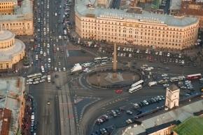 Движение по площади Восстания перекрывали из-за подозрительного предмета