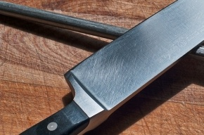 Пенсионерке в Ленобласти воткнули нож в сердце