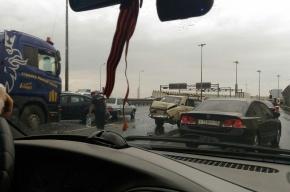 Пять машин столкнулись на Обуховском мосту