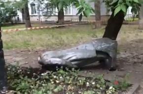 Обезглавленный памятник Ленину нашли на одной из улиц Москвы