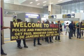 Туристов встретили плакатом «Добро пожаловать в ад» в аэропорту Рио-де-Жанейро