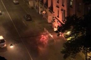 Огонь уничтожил Peugeot на Чкаловском проспекте