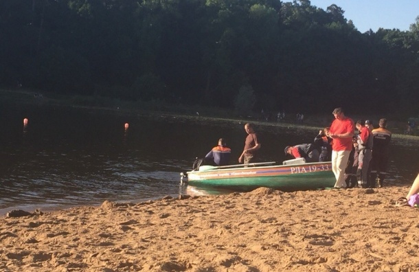 Молодой человек утонул в озере у станции «Озерки»