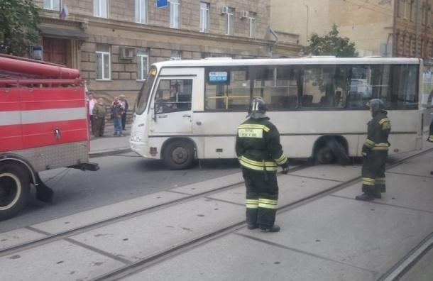 Маршрутка потеряла колеса на Кондратьевском проспекте
