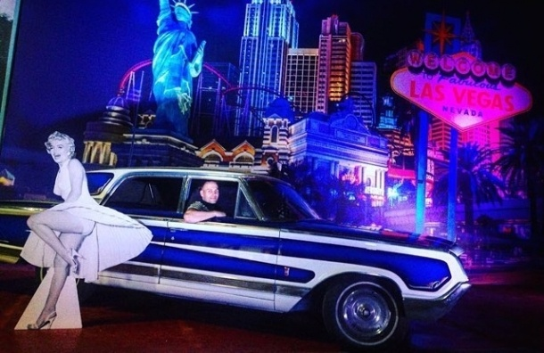 Выставка американских ретро-машин открылась в Петербурге