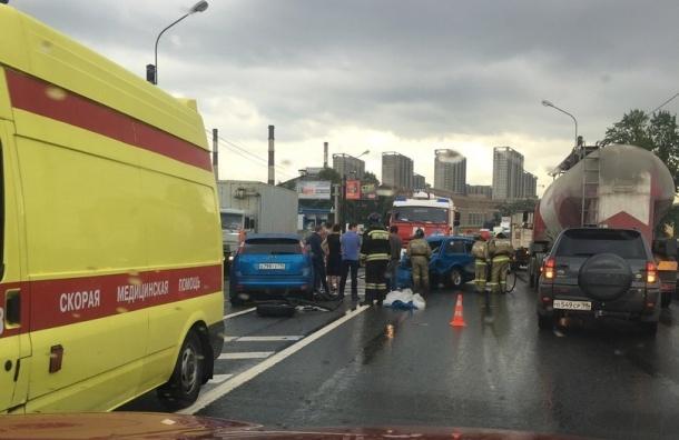 Водитель «Нивы» пострадал в массовом ДТП на Октябрьской набережной