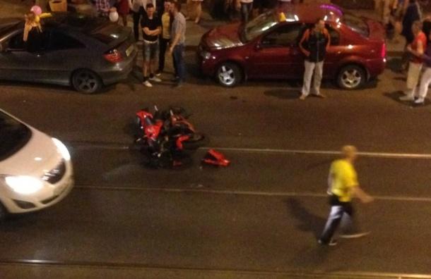Пассажирка мотоциклиста пострадала после жесткого ДТП на Садовой