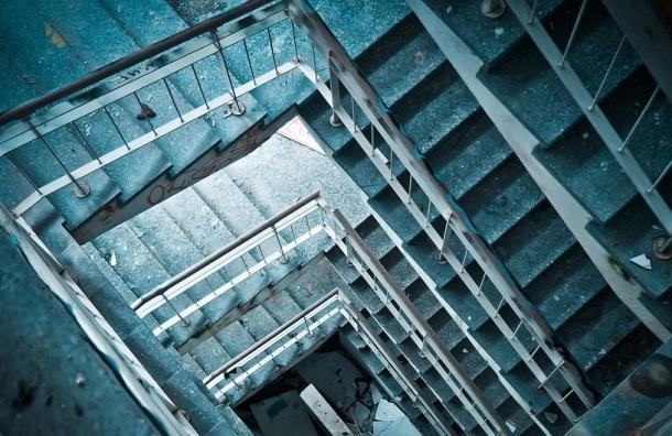 Труп пролежал 5 дней незамеченным на лестнице дома в Москве