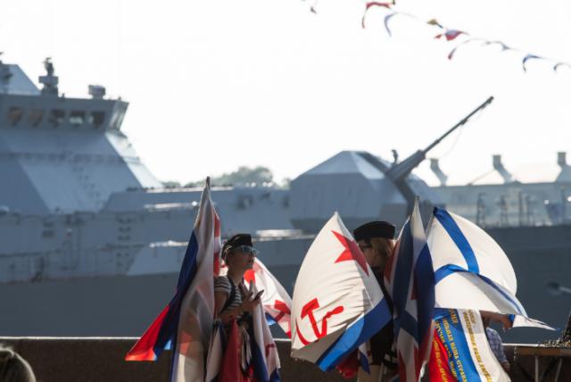 Корабли на Неве ко дню ВМФ, фото: Игорь Руссак : Фото