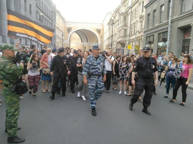 Несогласованный пикет против поправок в антитеррористическое законодательство: Фото