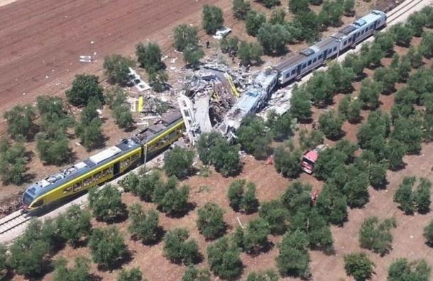 Два поезда столкнулись в Италии, погибли 20 человек