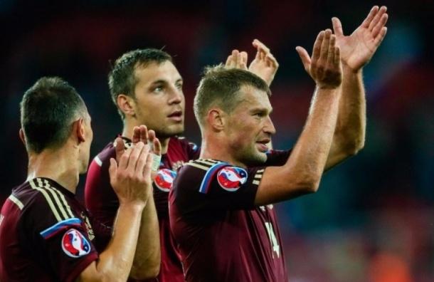 Больше 400 тысяч человек требует распустить футболистов сборной России