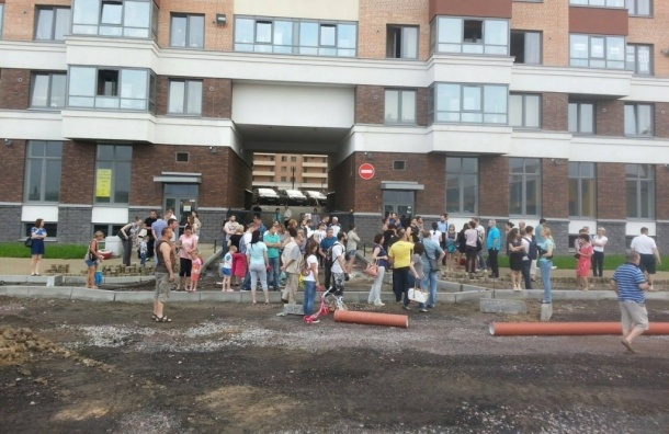 Жители «Капитала» остановили стройку проспекта Строителей