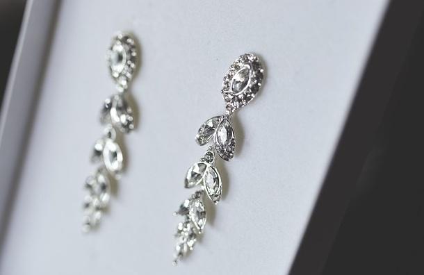 Украшения с бриллиантами нашли супруги из Шотландии в старом стуле