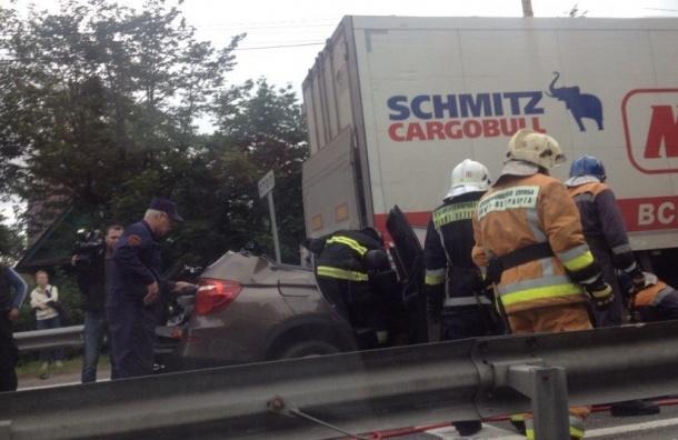 BMW «залетел в хлам» под грузовик на Приморском шоссе