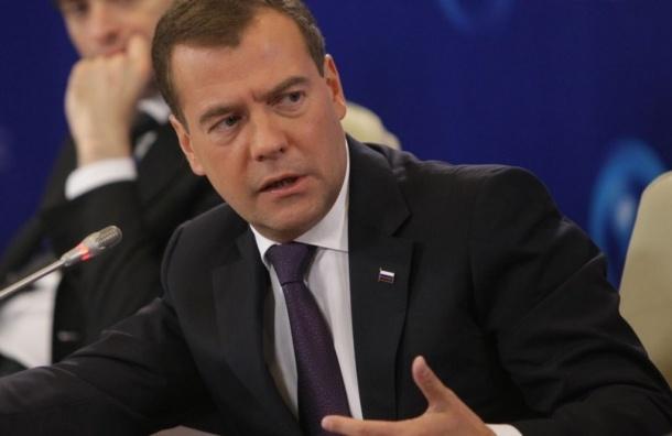 Медведев хочет «дать по рукам» тем, кто накручивает цены на топливо