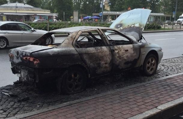 Alfa Romeo дотла выгорела на Московском проспекте