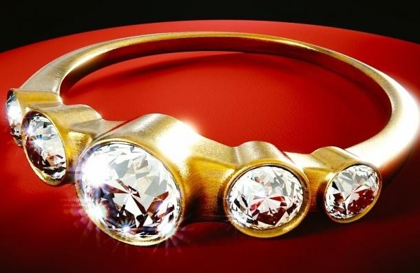 Полиция ищет золотые коронки, украденные у жительницы Колпино