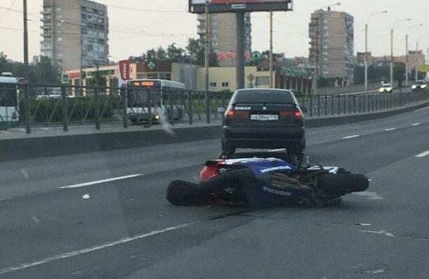 Мотоциклист погиб в ДТП на Пискаревском проспекте