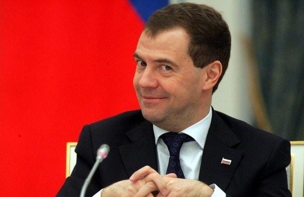 Медведев пожелал хорошего настроения 5 миллионам человек