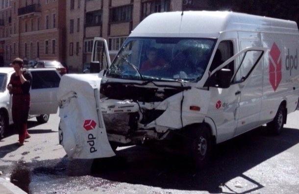 Серьезное ДТП с маршруткой произошло на Гаванской улице, есть пострадавшие