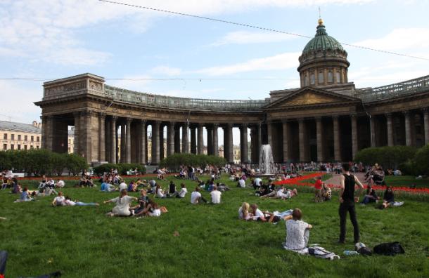 Власти Петербурга будут бороться с нелегальными гидами-переводчиками