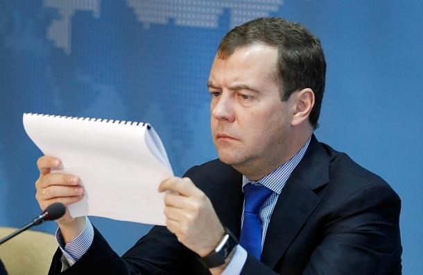 Медведев считает «аховой» ситуацию с дорогами в Крыму