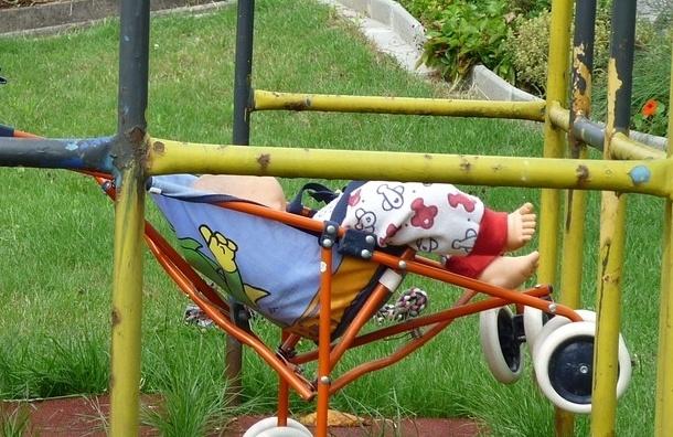 Брошенного младенца в коляске нашли на Васильевском острове