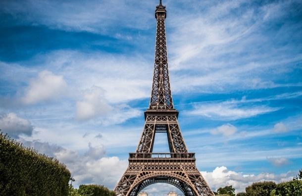 Эйфелеву башню подсветят в цвета национального флага