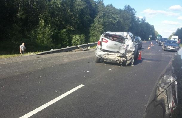 Массовая авария на Мурманском шоссе: погиб человек, пострадали дети