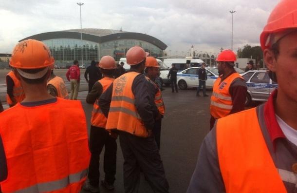 Строители «Зенит-Арены» устроили забастовку