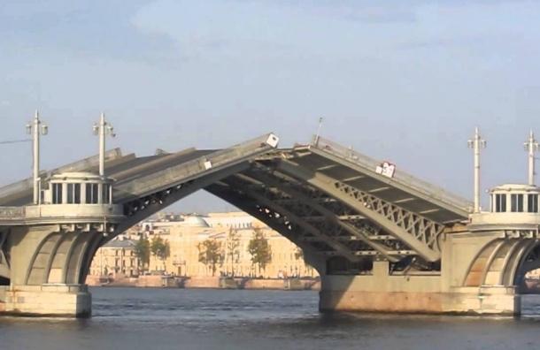 График разводки одного моста изменили из-за Дня ВМФ