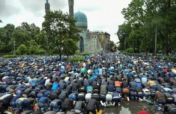 Ураза-байрам собрал у Соборной мечети 100 тысяч мусульман